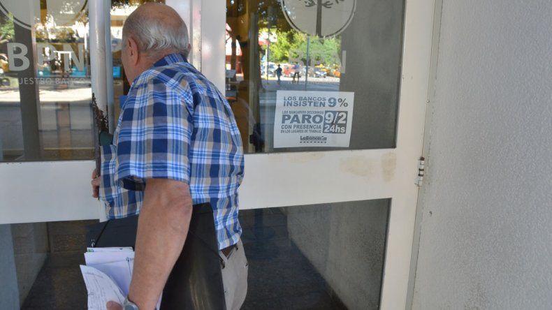 El paro, dictado a nivel nacional, se sintió ayer en la ciudad de Neuquén.