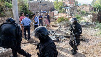 un desalojo en la toma 7 de mayo termino con tres detenidos