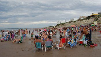 Los bañistas sacaron provecho ayer de una inesperada jornada de playa.
