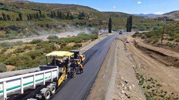 Maquinarias de Vialidad Provincial trabajando en la Ruta 43.