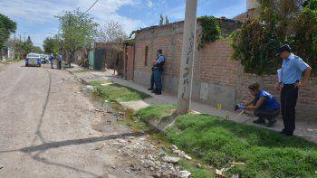 Personal de Criminalística levantó dos vainas en Pizarro y Casimiro Gómez, y halló rastros de sangre a 50 metros.