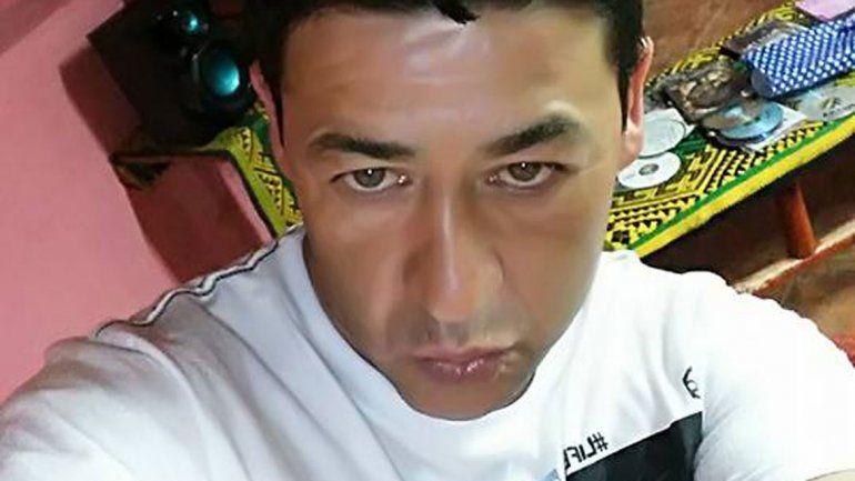 Lorenzo Muñoz, de 40 años, es buscado en Argentina y Chile.