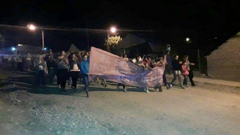 Anoche los vecinos marcharon en repudio al doble femicidio del que está sindicado Lorenzo Muñoz, de 40 años.