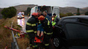 por la lluvia, una familia de buenos aires se accidento en la rinconada