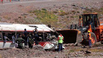 El hombre manejaba el micro que volcó en Mendoza y mató a tres chicos.