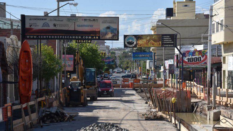 Vecinos molestos por la demora de la obra de la calle Láinez