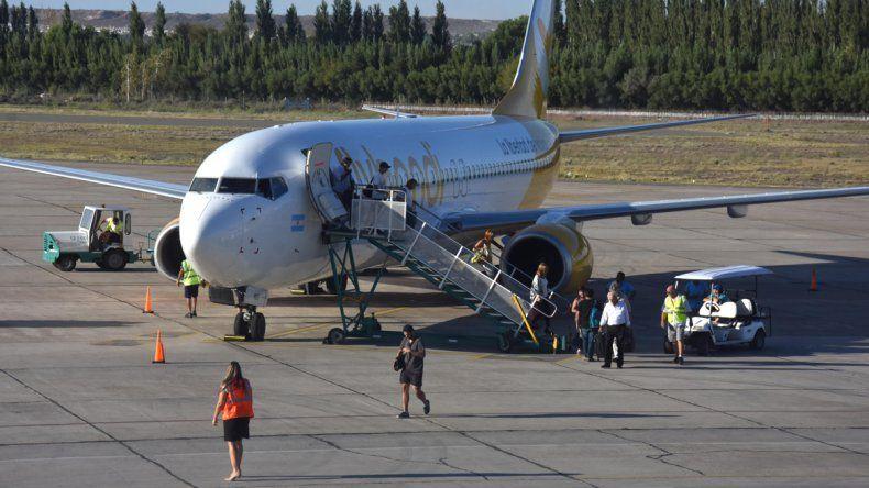 Flybondi llegó a Neuquén...con dos horas de demora