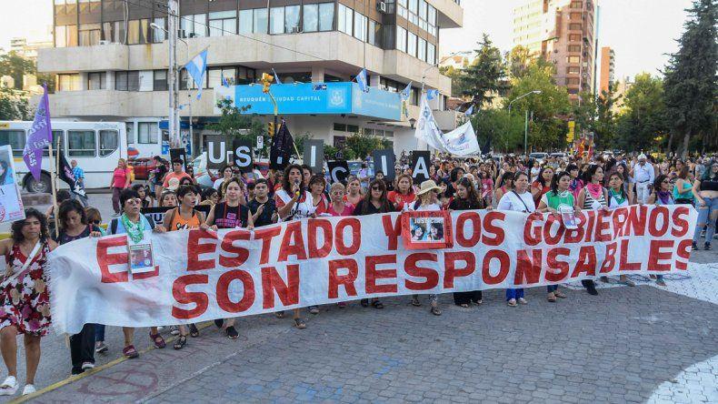 Marchan a 20 días del doble femicidio en Las Ovejas