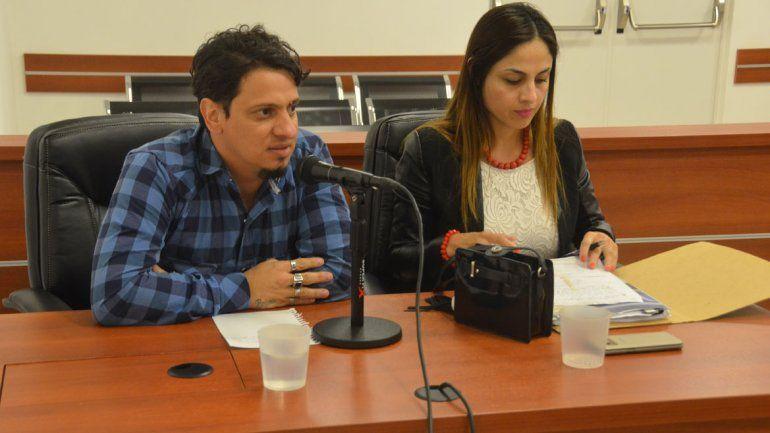 Galeano junto a su anterior defensora en la formulación de cargos.