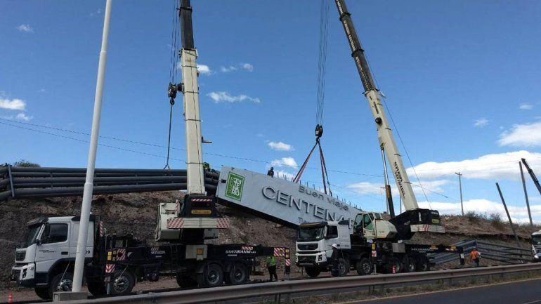 Centenario: cortan el tránsito sobre la Ruta 7 para poner un arco de bienvenida