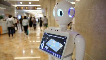El médico robot Doctor Asistente AI comenzó a tratar pacientes en una clínica de China
