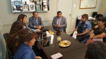 Gutiérrez recibió a la familia de las víctimas del femicidio en Las Ovejas y les prometió una casa