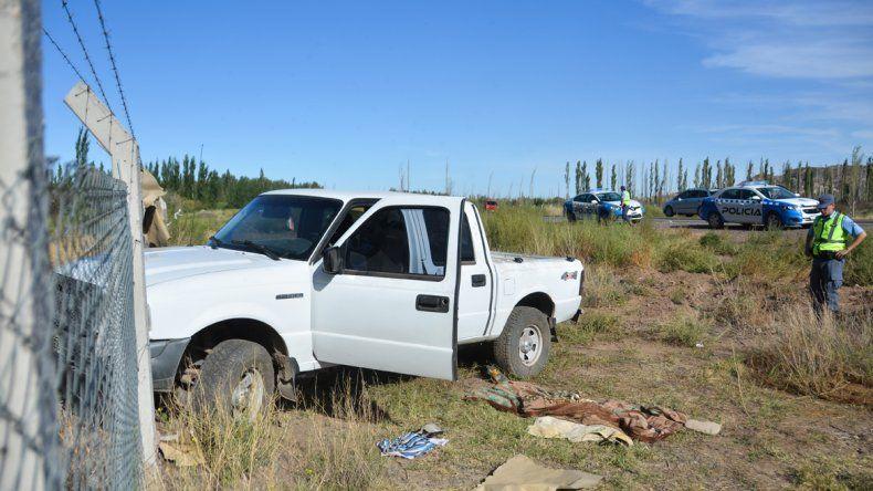 Perdió el control de la camioneta y terminó contra un alambrado