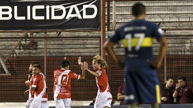 El Bicho picó fuerte al líder Boca y le ganó 2 a 0 en La Paternal