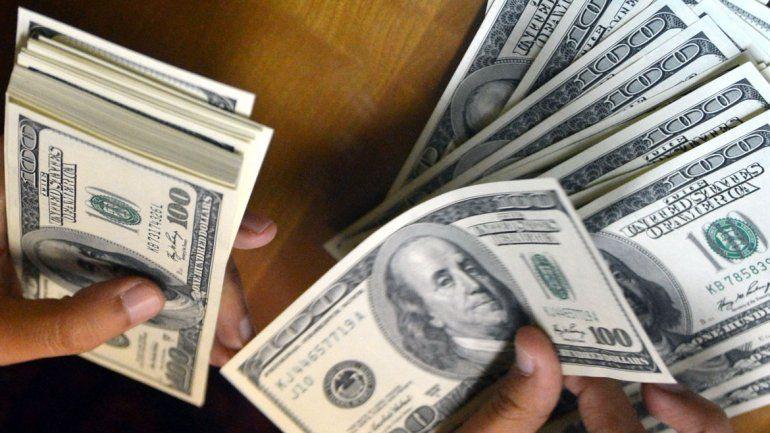 Sin freno: el dólar cerró con un nuevo récord