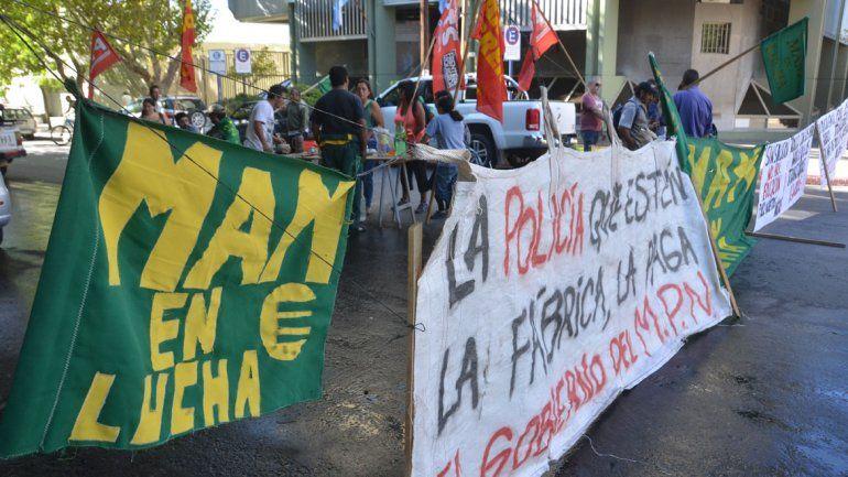 Obreros de MAM cortan calles para pedir audiencia