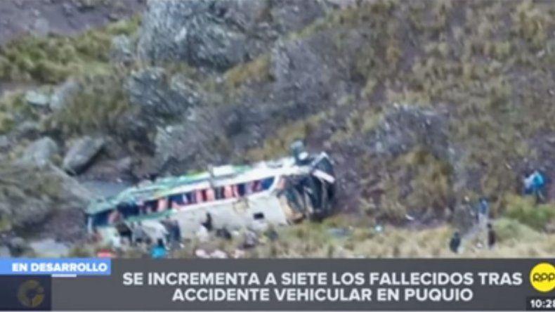 Once muertos al desbarrancar  un colectivo en Perú