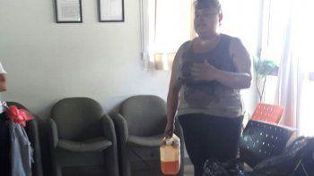 El Chañar: una mujer amenazó con prenderse fuego en reclamo laboral