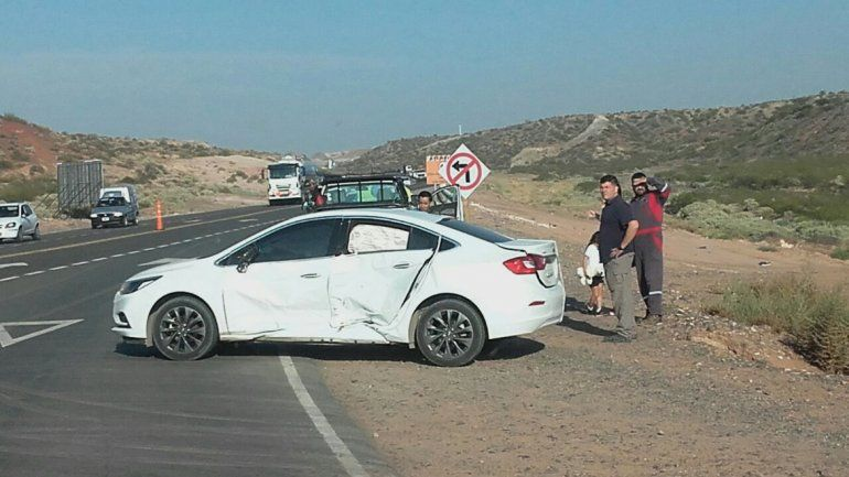 Realizó un giro en U para ingresar a la Ruta 7 y chocó contra una camioneta