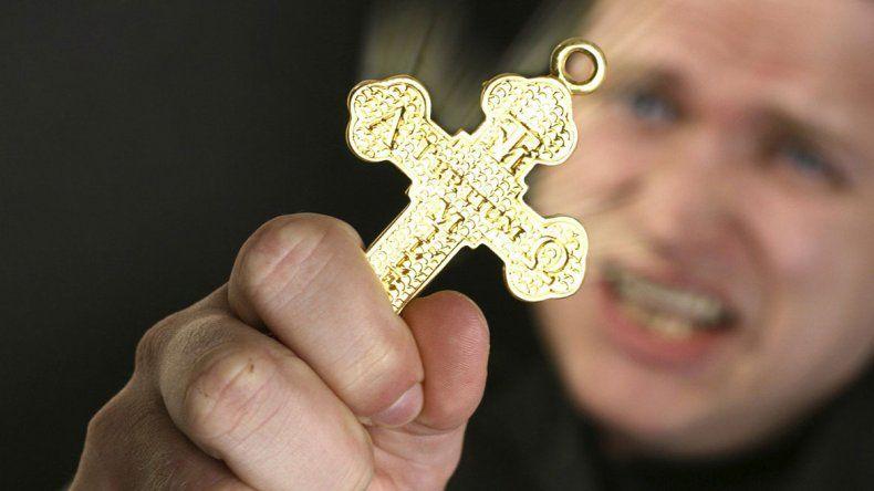 Hay más poseídos y el Vaticano busca con apuro curas exorcistas