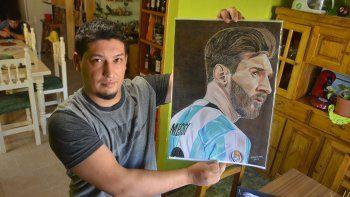 El neuquino que retrata a Messi está a un paso de la cima