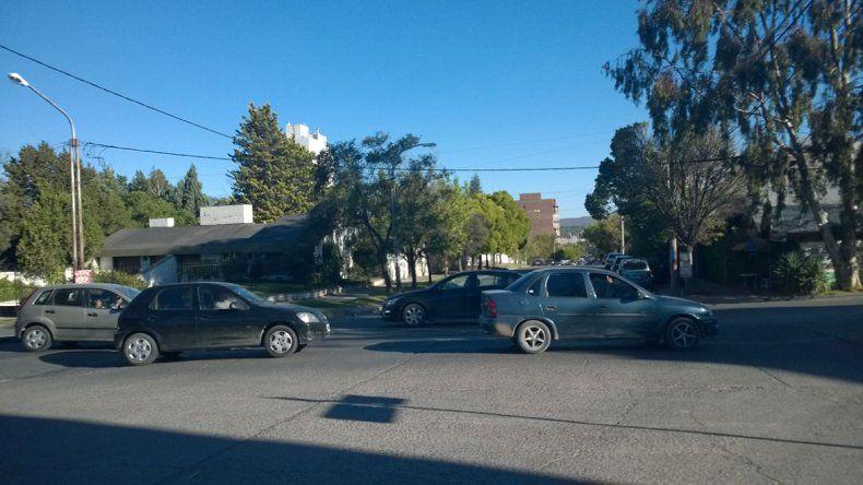 Piden semáforos para un cruce del Área Centro-Oeste