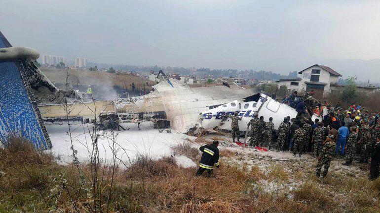 Hay al menos 49 muertos en un accidente de avión en Nepal
