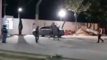 filman a concejal pegandole con un palo a una mujer