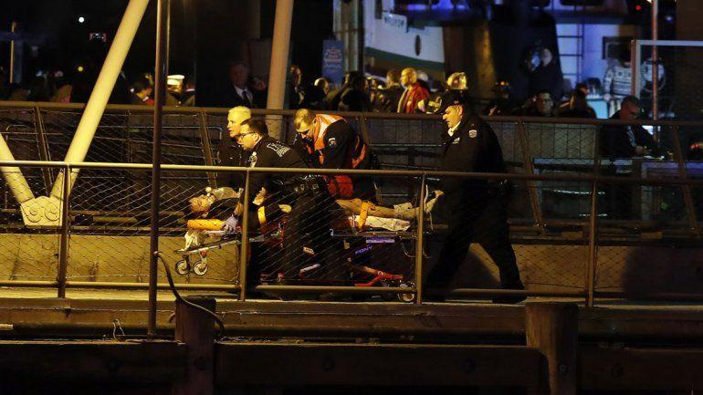 La chica falleció en el acto luego de que la aeronave cayera en el East River.