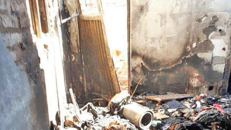 Le queman la casa por golpear a un kiosquero