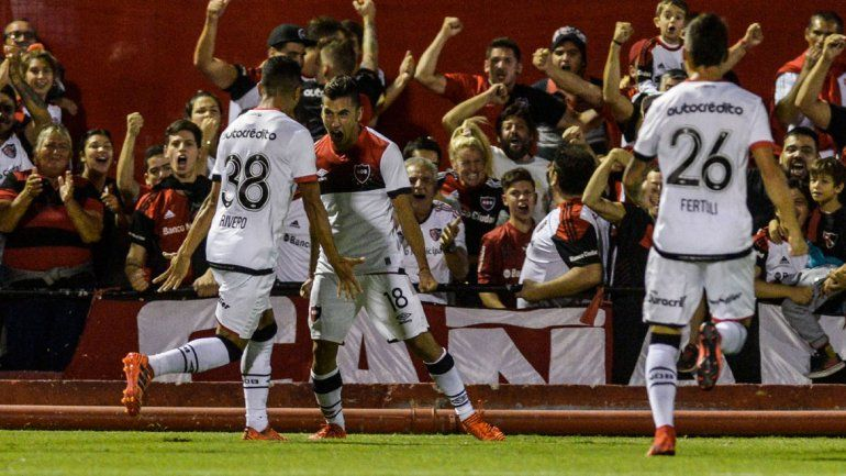 El neuquino Torres convirtió y fue figura en el triunfo de La Lepra