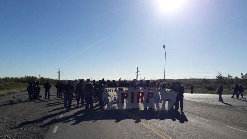 Obreros de la PIAP vuelven a reclamar sobre la Ruta 237