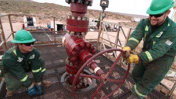 el gremio petrolero aun no cerro el aumento del 15%