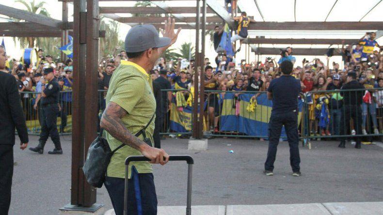 El plantel de Boca fue el primero en llegar a Mendoza luego de sufrir una demora de tres horas y cambiar una vez de avión.