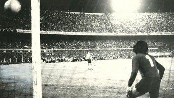 Así fue la única final: el gol fantasma y el triunfo Xeneize
