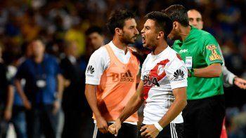 Pity Martinez festeja el gol de penal ante Boca