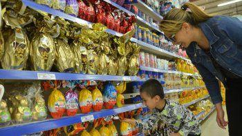 con huevos, la pascua le sale 1200 pesos a una familia neuquina