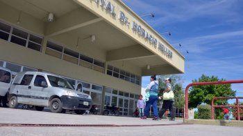 Un hombre apuñalado llegó solo en taxi al hospital