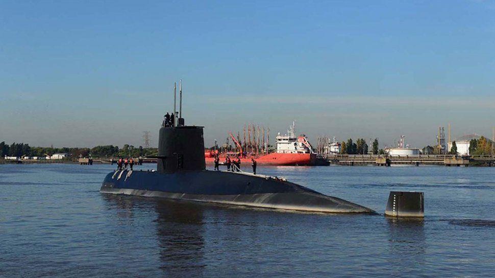 El casco del submarino está totalmente deformado e implosionado