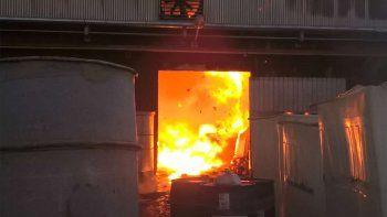 un gigantesco incendio destruyo una fabrica textil