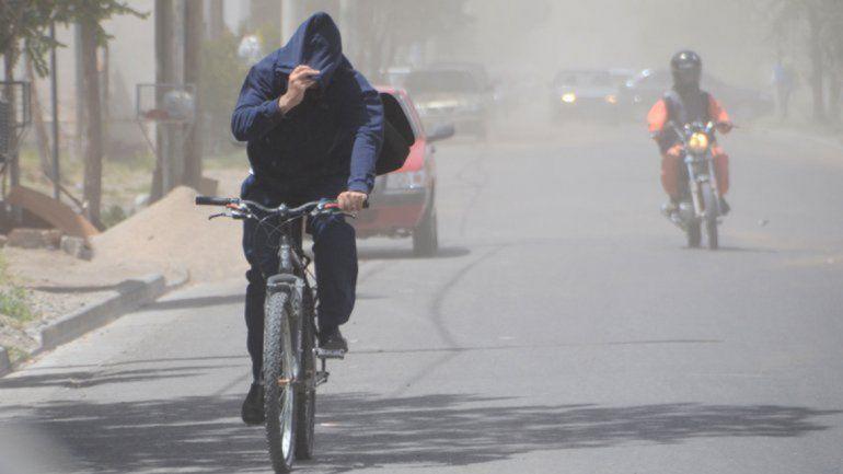 Emiten un alerta por vientos de hasta 120 km/h