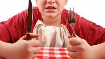 Proteínas, vitaminas, minerales, hierro, calcio y zinc son los principales nutrientes que deben consumir en sus alimentos los adolescentes.