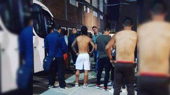Barras de Platense amenazan y roban a sus jugadores