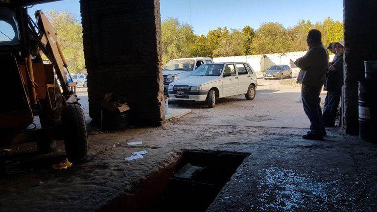 Los Paisa volvieron a atacar en Centenario: hicieron destrozos en el corralón municipal