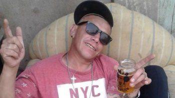 En su perfil de Facebook, donde se expresó y cargó a las autoridades, muestra un arma en la mano y varias balas.