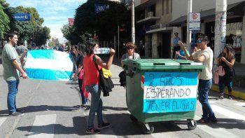 Familias de las 120 Viviendas de Senillosa reclaman el gas natural