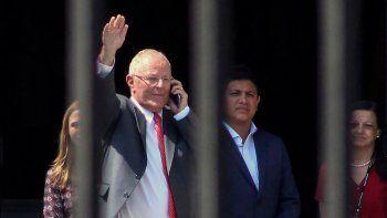 La fiscalía peruana pidió a la Justicia que no permita que PPK se vaya.