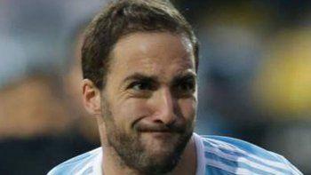 Higuaín y Buffon, compañeros en la Juventus, hoy se enfrentarán en el amistoso internacional.
