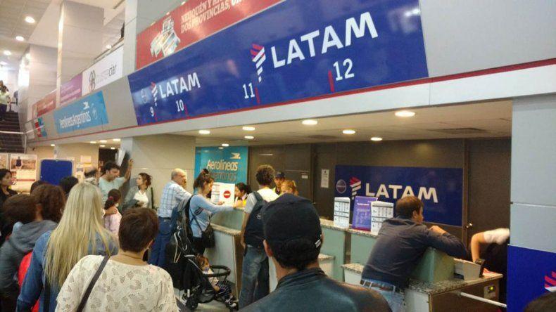 Aeronaúticos declaró un paro y mañana no habrá vuelos de LATAM