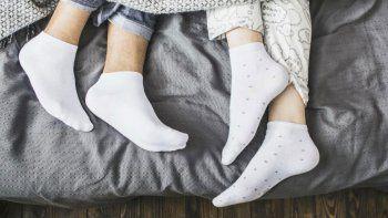 la ciencia asegura que hay que dormir con medias